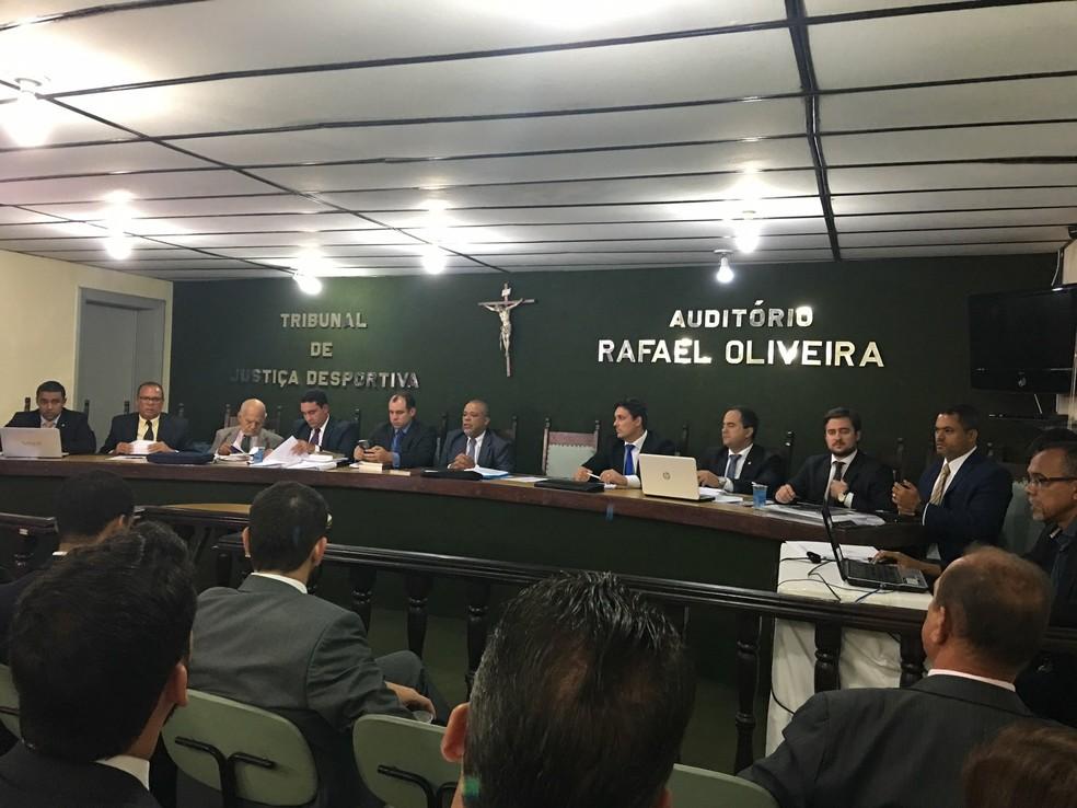 Julgamento do Pleno do TJD foi realizado na noite desta sexta-feira (Foto: Thiago Pereira)