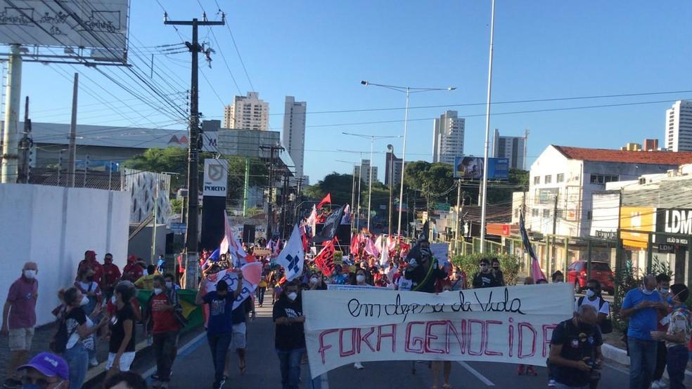 Em Natal, manifestantes protestaram contra o presidente Jair Bolsonaro — Foto: Geraldo Jerônimo/Inter TV Cabugi