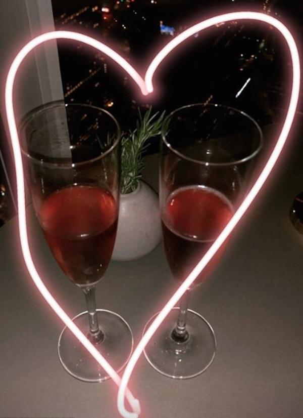 Uma foto compartilhada pela atriz Jessica Alba durante a celebração de seus 10 anos de casamento com o empresário Cash Warren (Foto: Instagram)