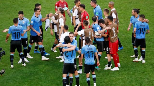 Uruguaios avançam com boa campanha