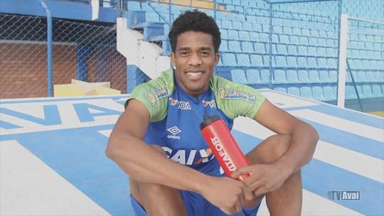 """Betão quer jogar mais dois anos e não se vê como ídolo no Avaí: """"Um amigo de todos"""""""