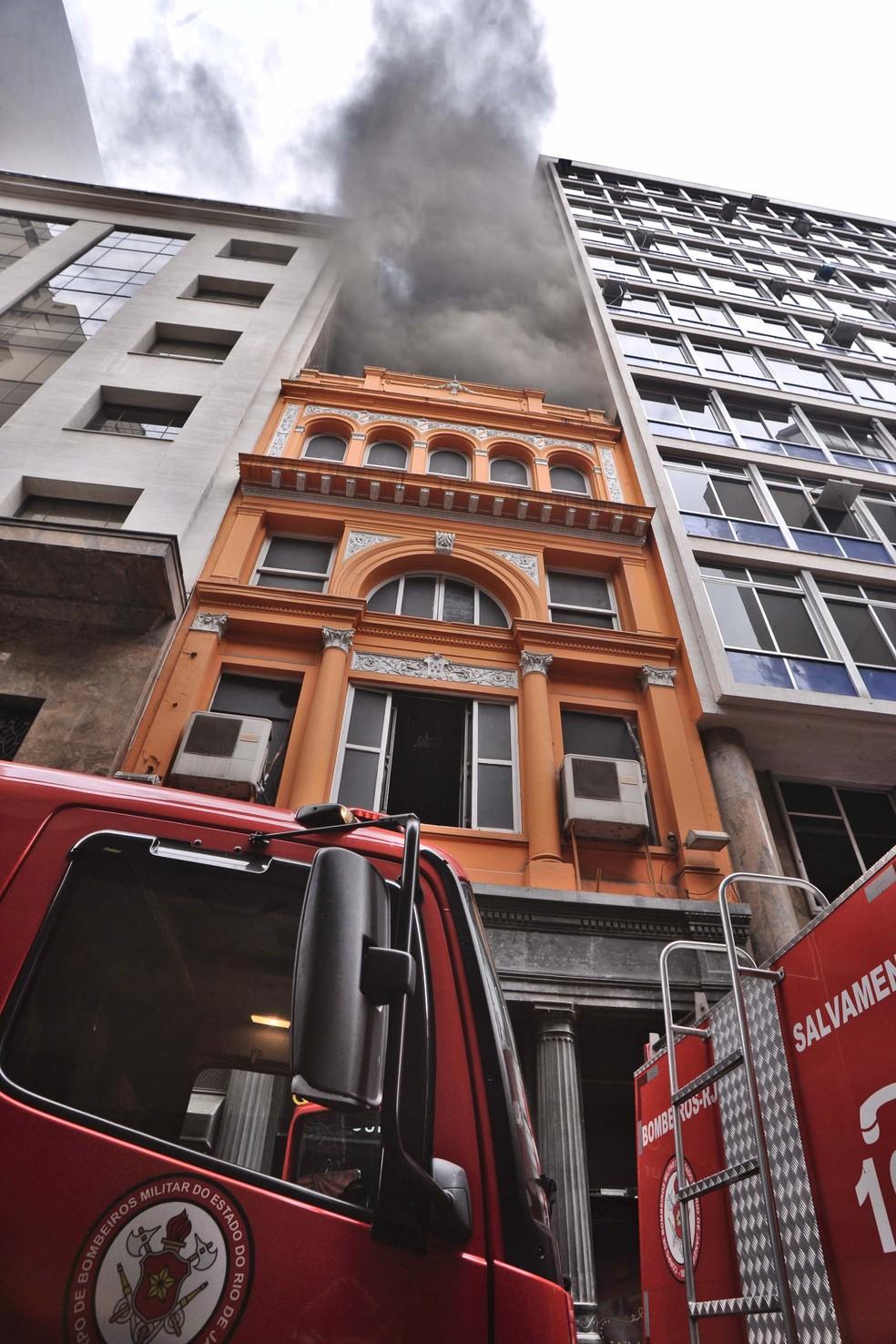 Incêndio atinge Whiskeria Quatro por Quatro no Centro do Rio — Foto: SAULO ANGELO/FUTURA PRESS/ESTADÃO CONTEÚDO