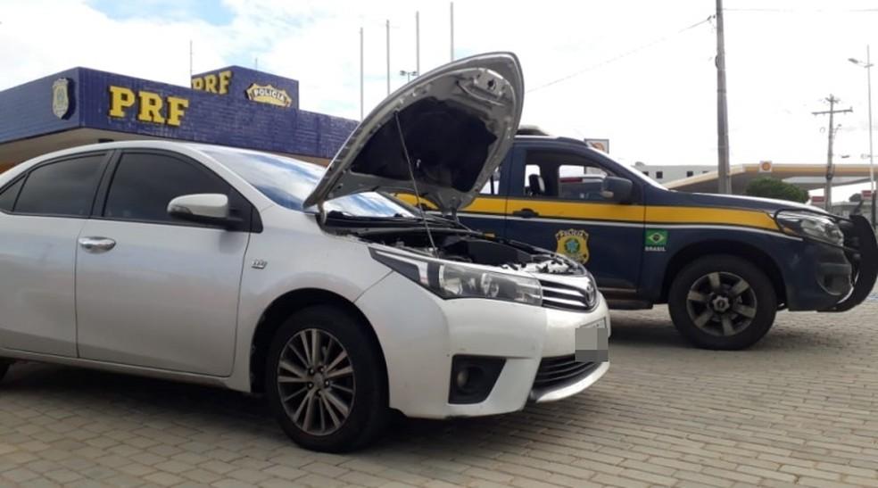 Médico é preso com carro roubado e placas trocadas na BR-101, norte da Bahia — Foto: Divulgação/PRF-BA