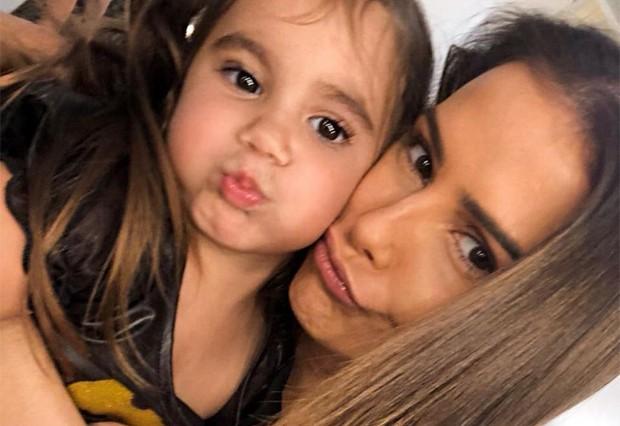 Maria Flor e Deborah Secco (Foto: Reprodução/Instagram)