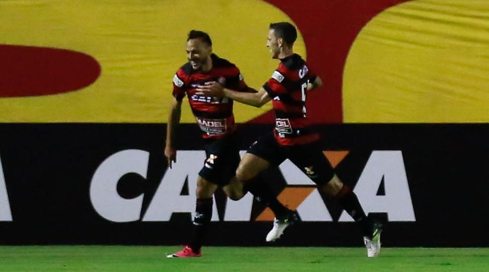 Yago marcou dois gols em triunfo do Vitória sobre o Palmeiras (Foto: Marcelo Malaquias/Framephoto/Estadão Conteúdo)