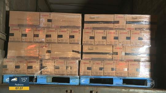 Ladrões fazem motorista refém e roubam carga de café e embalagens na região de Campinas