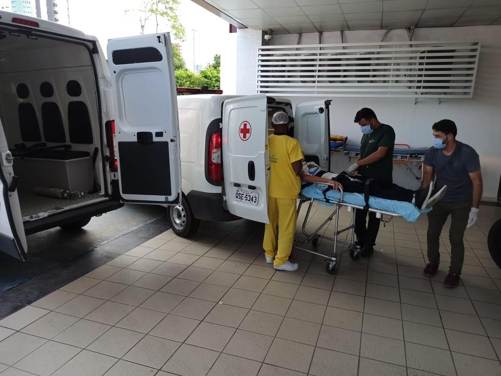 Crianças são atendidas após envenenamento, em Bayeux, na PB — Foto: Mário Aguiar/Rádio CBN João Pessoa