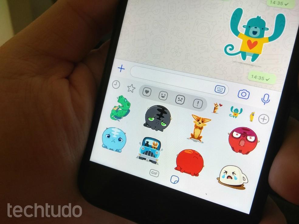 WhatsApp separa stickers por emoções para facilitar a busca — Foto: Rodrigo Fernandes/TechTudo