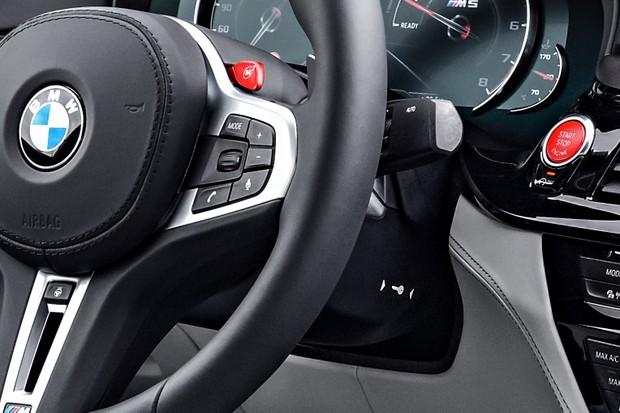 Detalhe Chave Presencial BMW M5 (Foto: Divulgação)