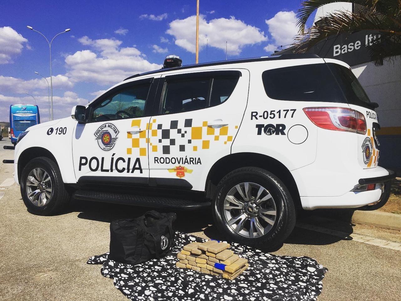 Passageiro de ônibus é preso após ser flagrado com mais de 30 tijolos de maconha em rodovia de Itu