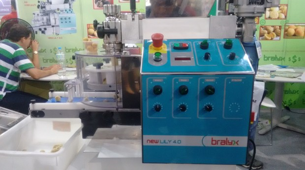 Salgados e doce em uma única máquina vira atração da Feira do Empreendedor (Foto: Rennan A. Julio / Editora Globo)