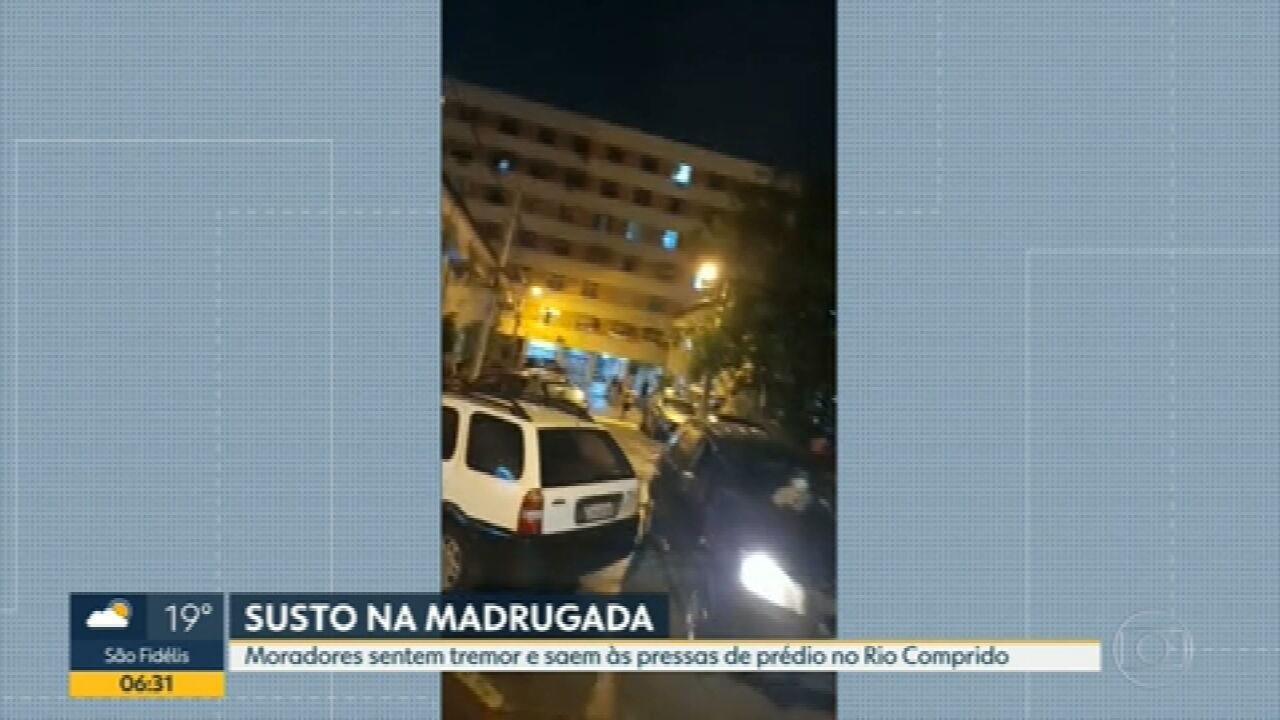 Moradores evacuam prédio no Rio Comprido; Segundo eles, edifício tremeu