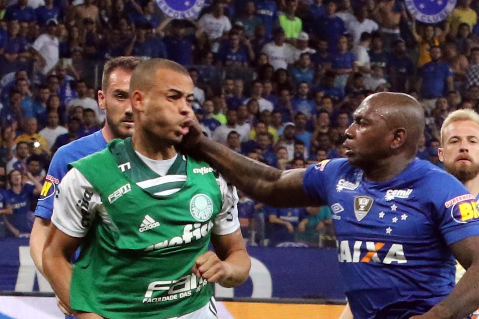 Briga Zagueiro Leo Cruzeiro Palmeiras