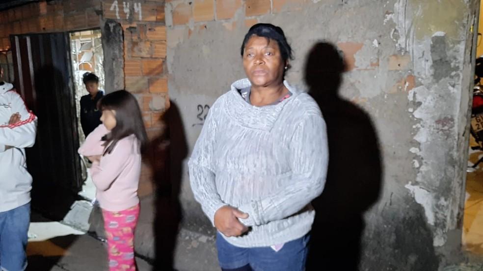 Caminhão invadiu a casa da Ângela Maria enquanto ela dormia — Foto: Lucas Franco/TV Globo