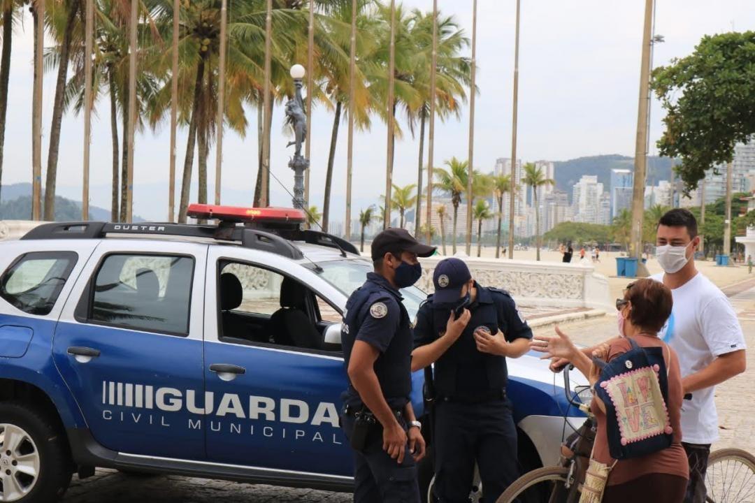 GCM realiza 208 abordagens e aplica 5 multas em pessoas sem máscara em Santos, SP