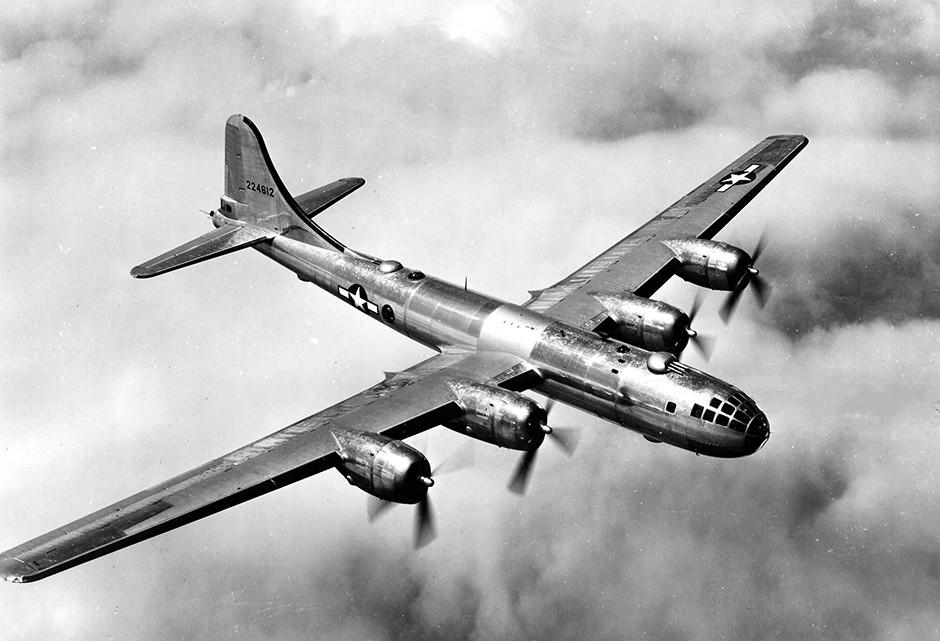 Boeing B-29 em vôo. General Motors forneceu peças durante conflito dos anos 40 (Foto: Wikicommons)