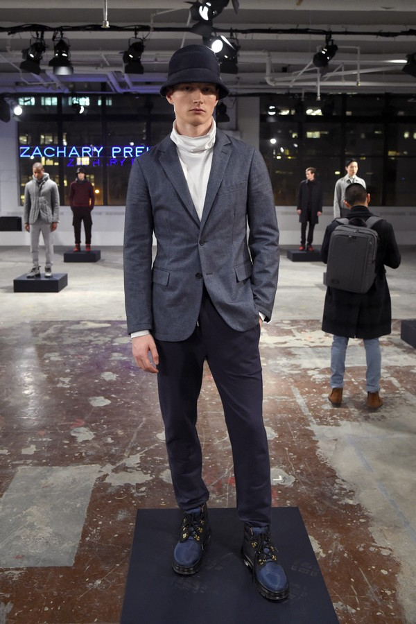 NEW YORK, NY - JANUARY 31:  A model poses during the Zachary Prell Prestentation during NYFW: Men's at Skylight Clarkson North  on January 31, 2017 in New York City.  (Photo by Jamie McCarthy/Getty Images) (Foto: Getty Images)