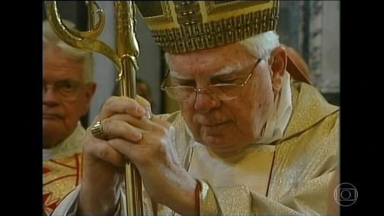 Cardeal Bernard Law, envolvido em escândalo de pedofilia nos EUA, morre em Roma