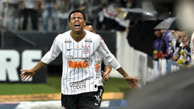 Gustagol chora e comemora o gol do Corinthians