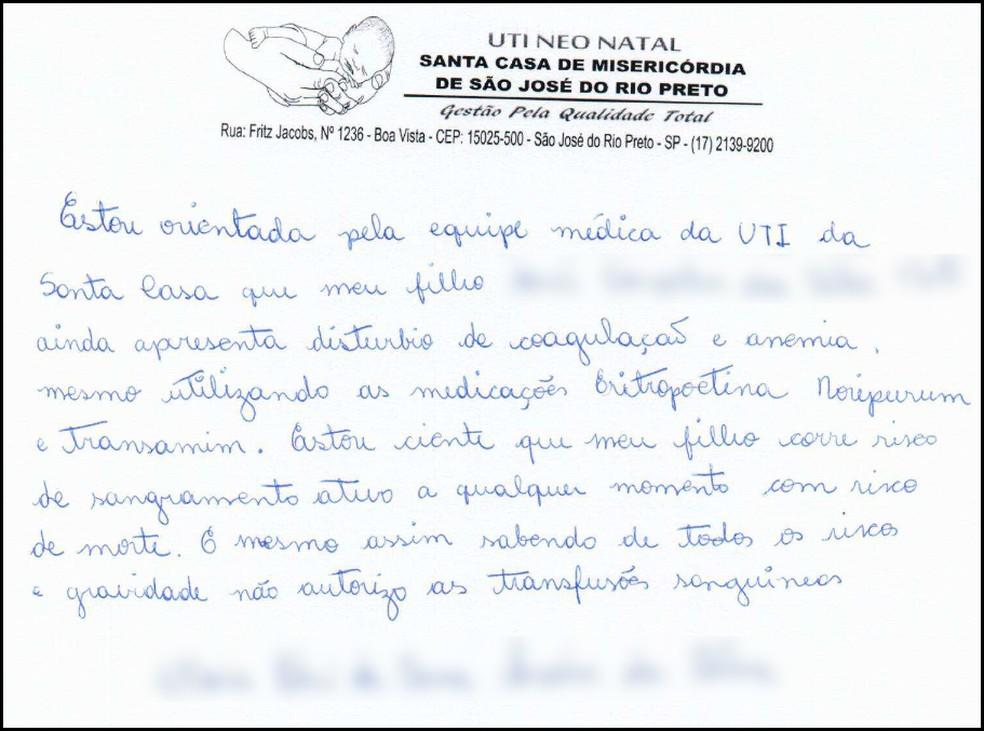 Mãe chegou a escrever carta dizendo que sabia do risco de vida que o filho corria, mas mesmo assim não autorizava a transfusão (Foto: Reprodução)