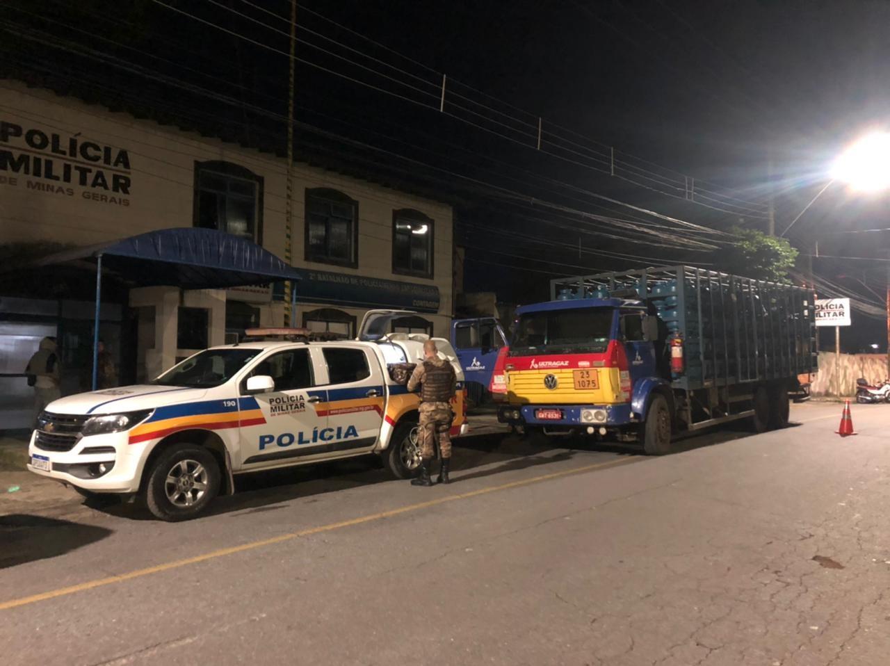 PM prende seis criminosos após roubo de carga na Grande BH
