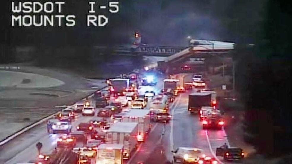 Trem descarrilou em Washington (Foto: Reprodução/Twitter/WSDot)