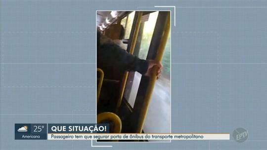 Passageiro de ônibus segura porta danificada durante percurso Campinas-Vinhedo; veja vídeo