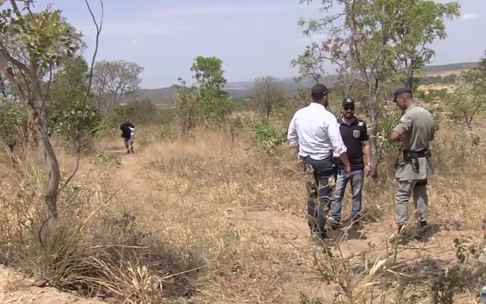Corpo foi encontrado na Serra das Areias, em Aparecida de Goiânia (Foto: Reprodução/TV Anhanguera)