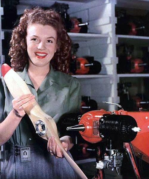 Uma jovem Marilyn Monroe em clique de fotógrafo do exército dos Estados Unidos (Foto: Wikimedia/U.S. army photographer David Conover)