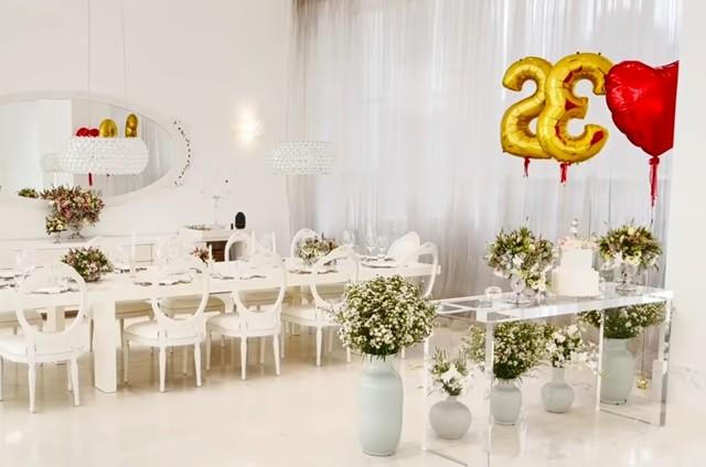 Decoração da comemoração dos 25 anos de casamento de Ana Hickmann e Alexandre Correa (Foto: Reprodução)