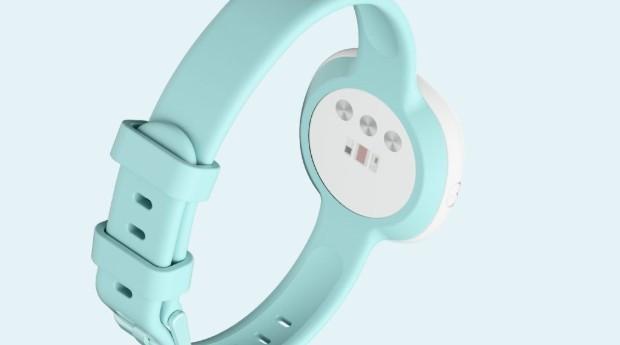 O bracelete identifica cinco padrões diferentes: frequência de pulso em repouso, variação da frequência cardíaca, temperatura corporal, frequência respiratória e perfusão da pele (Foto: Divulgação)