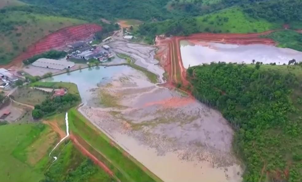 Mineradora foi interditada por risco de rompimento  — Foto: Reprodução/TV Sudoeste