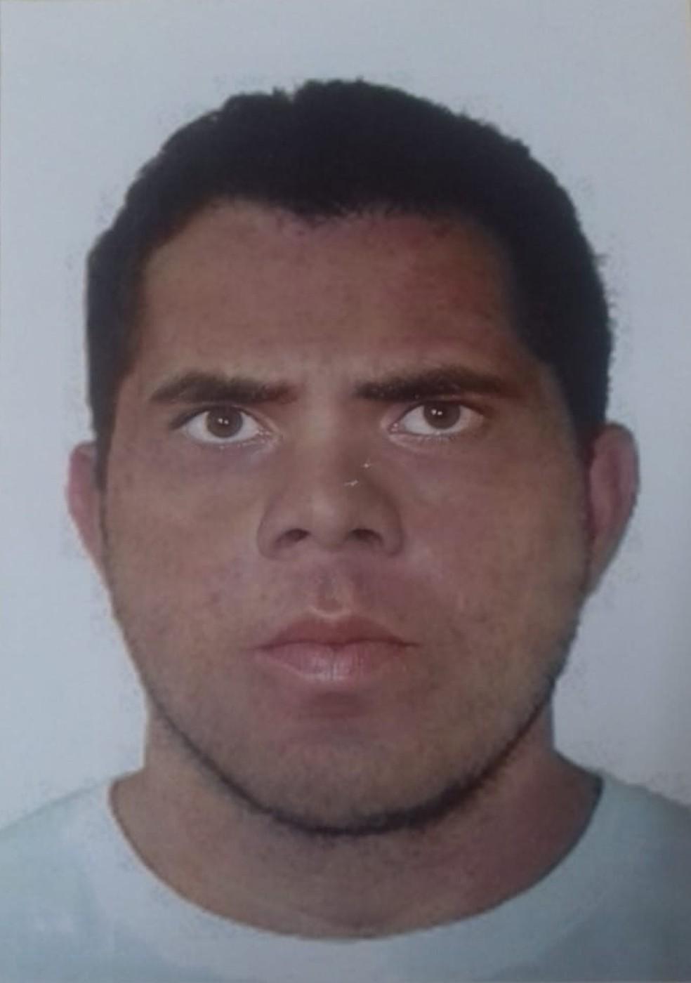 A imagem seria do possível suspeito de matar as travestis (Foto: Reprodução/Polícia Civil do Pará)
