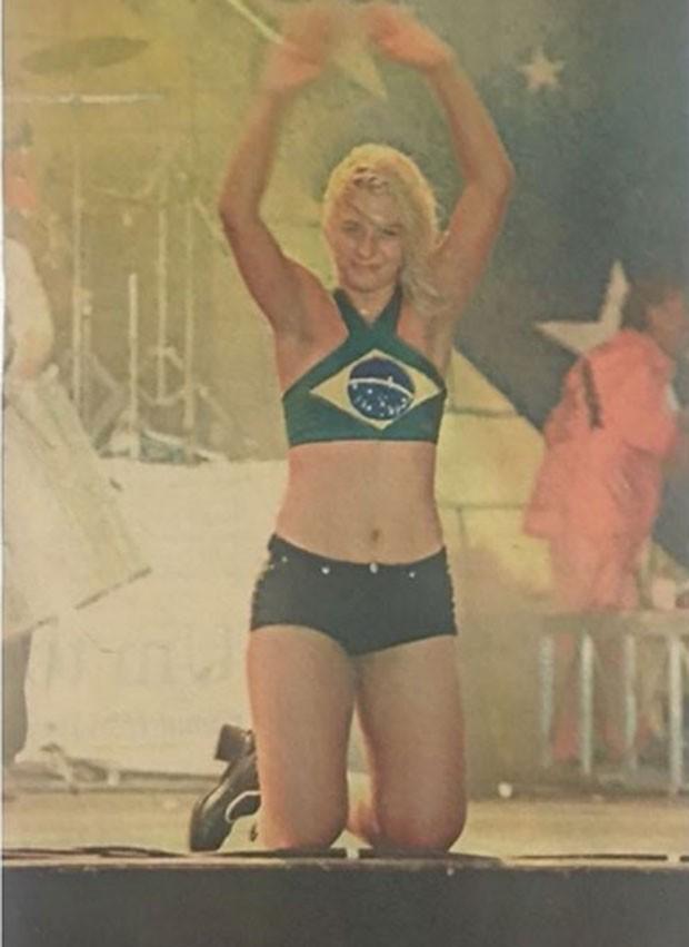 Carla Perez em seu show de despedida do É o Tchan em 1998 (Foto: Reprodução Instagram)