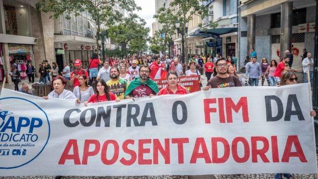 Propostas de reforma dos governos Dilma e Temer sofreram oposição de sindicatos e do movimento trabahista (Foto: GIBRAN MENDES via BBC News Brasil)