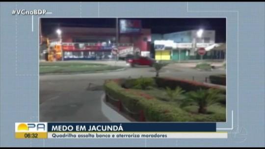 Policiais militares são feitos reféns durante assalto a agência bancária em Jacundá, no Pará