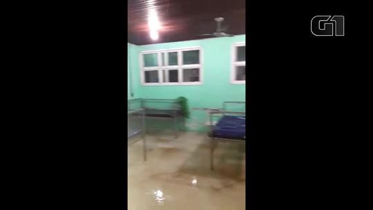 Fortes chuvas e ventanias destelham e inundam unidade de Saúde no interior do Amapá