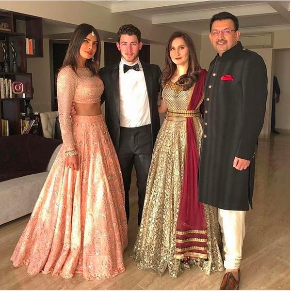 Priyanka Chopra e Nick Jonas com convidados de seu casamento (Foto: Instagram)