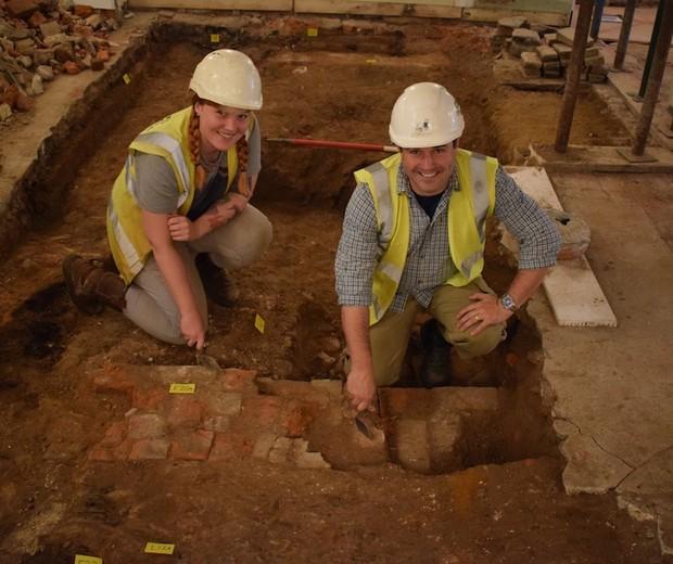 Graças a uma tentativa de roubo, arqueólogos encontraram tesouros imensuráveis para a história (Foto: Reprodução Colchester Borough Council)
