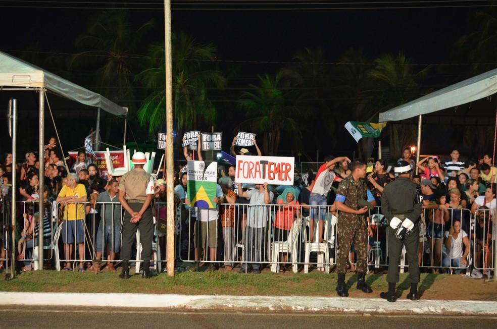Manifestantes resitiram a chuva em ato contra o Governo Temer em Porto Velho (Foto: Toni Francis/G1)