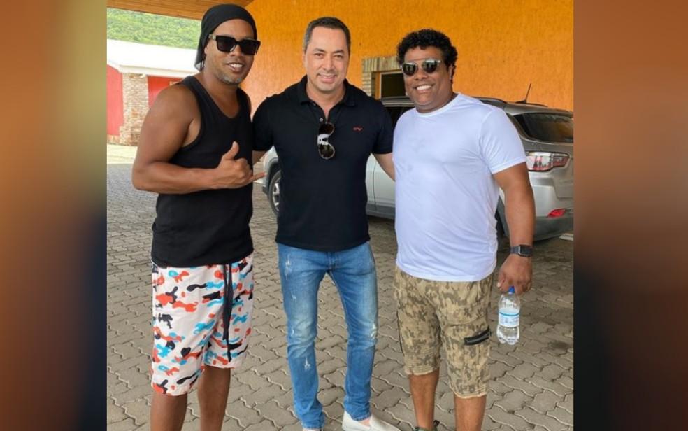 Jogador Ronaldinho Gaúcho ao lado do empresário (foto de arquivo) — Foto: Reprodução/Instagram
