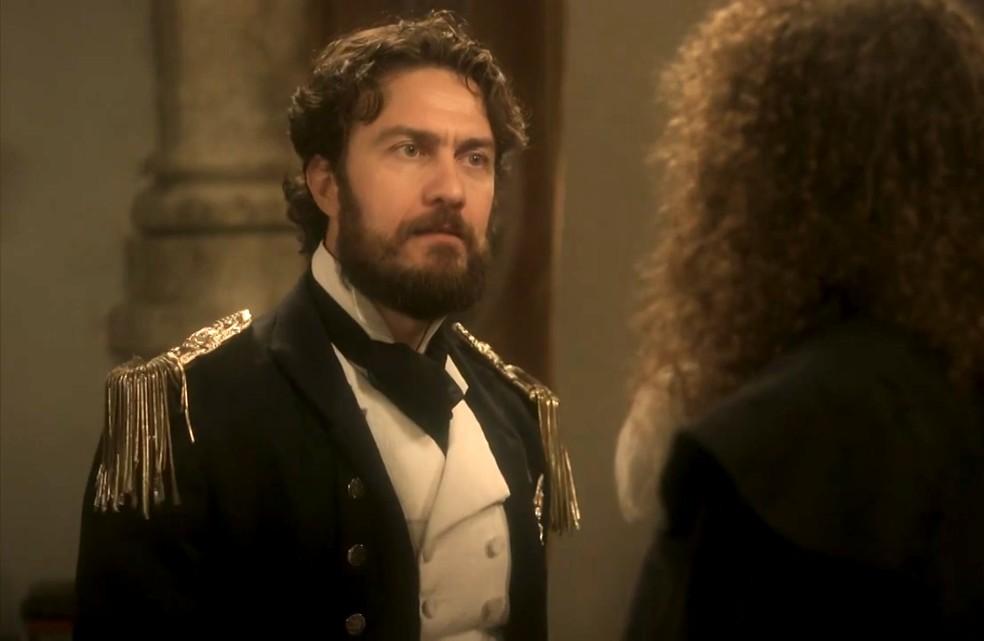 Thomas (Gabriel Braga Nunes) diz a Sebastião (Roberto Cordovani) que eles estão encurralados em 'Novo Mundo' — Foto: TV Globo