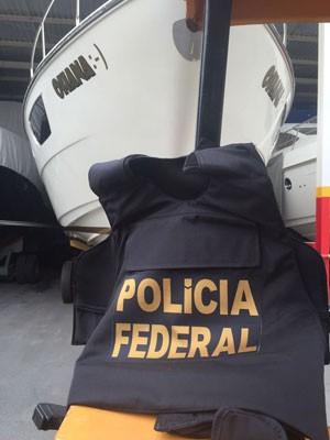 Lancha apreendida durante a 23ª fase da Operação Lava Jato, deflagrada nesta segunda-feira (22) (Foto: Divulgação/Polícia Federal)