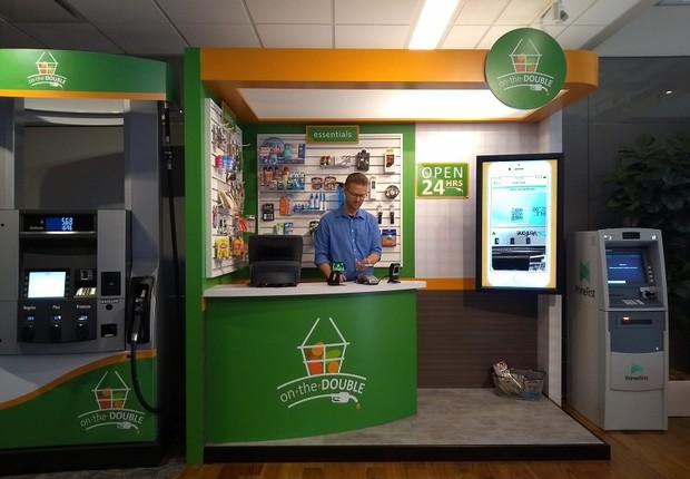 Jim Van Over mostra o Showcase do PayPal em San José, na Califórnia (Foto: Época Negócios)