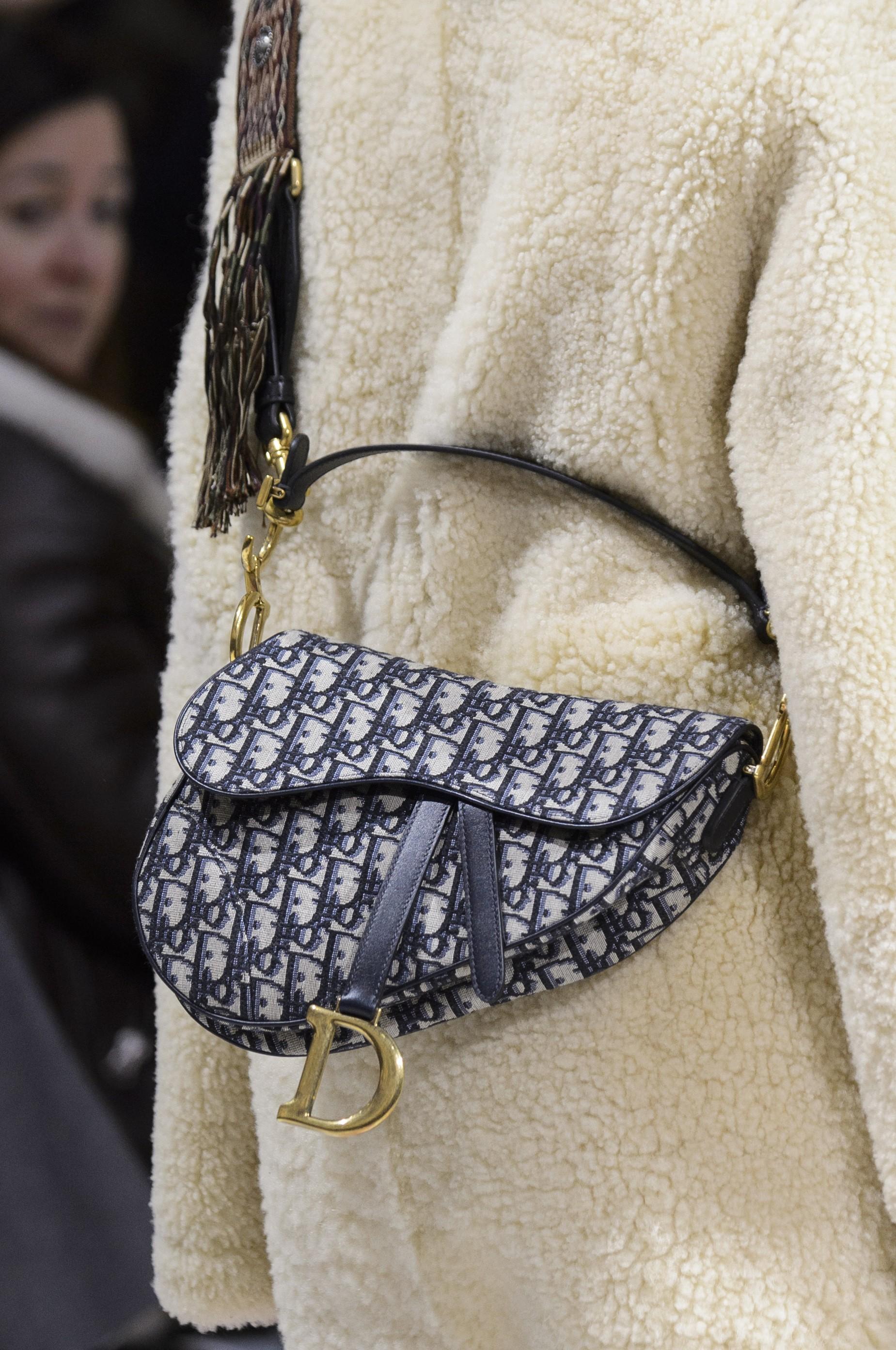 O RETORNO: A saddle bag da Dior (Foto: ImaxTree, Antonio Barros e Reprodução)