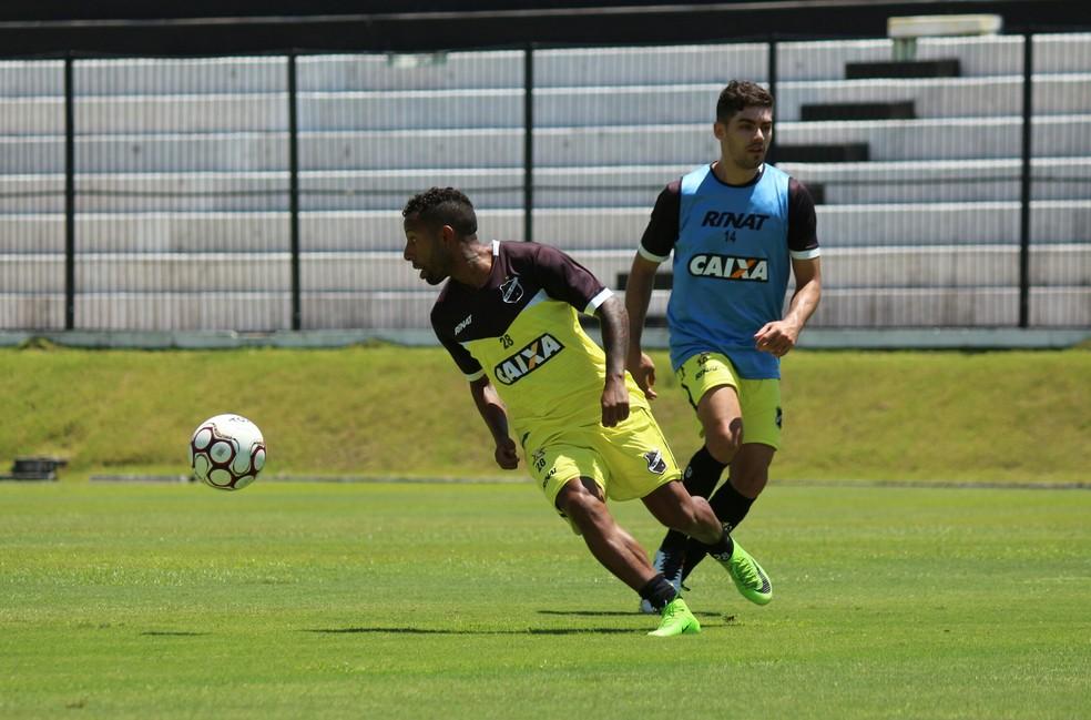 Com Vitor Júnior, ABC fez último treino em Natal na manhã desta quinta-feira (Foto: Andrei Torres/ABC)