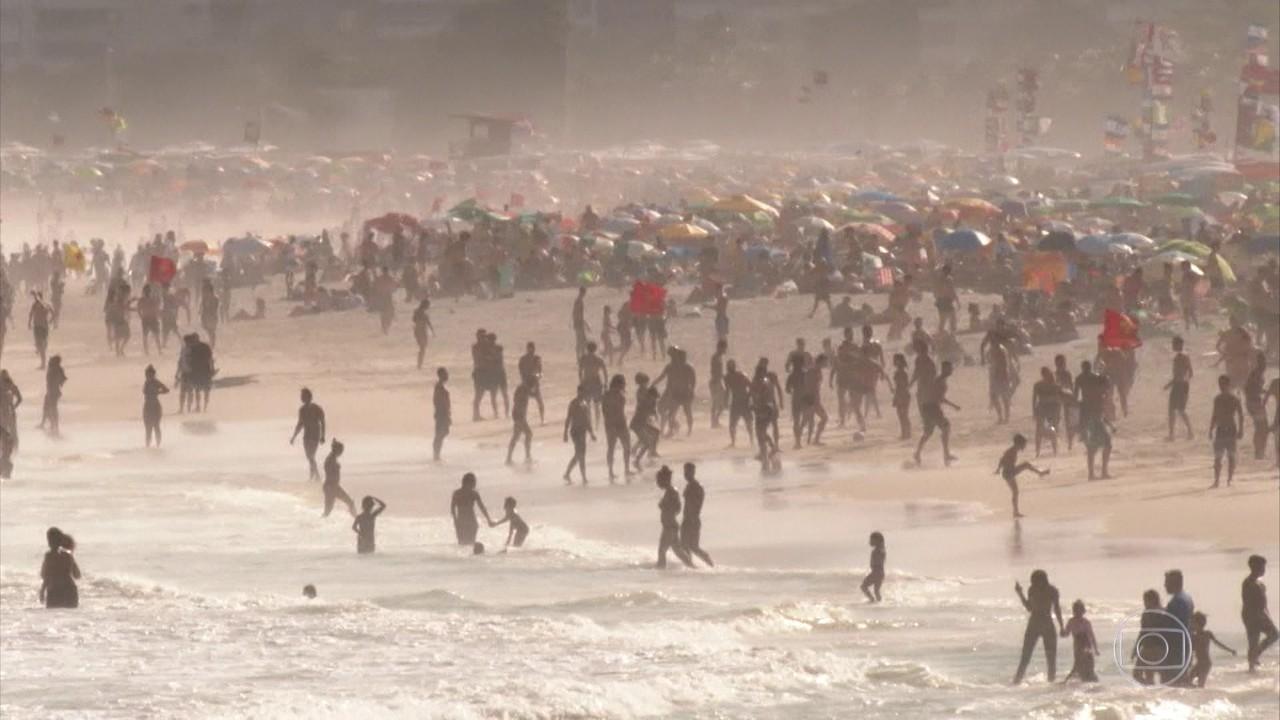 Feriado prolongado tem cenas de desrespeito às regras sanitárias em São Paulo e no Rio