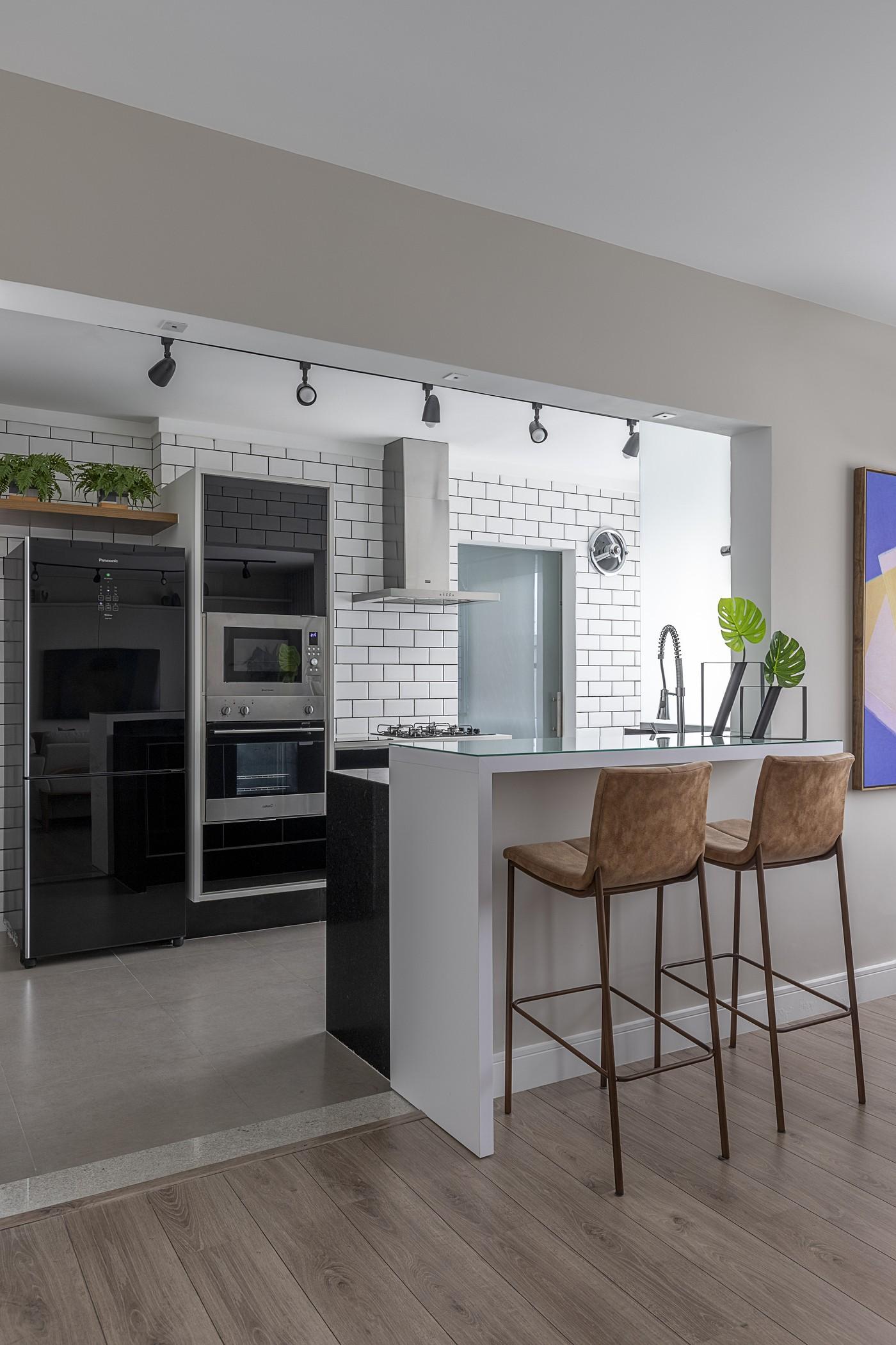 Décor do dia: cozinha aberta com bancada de apoio (Foto: Divulgação)