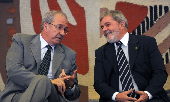 Franklin Martins e  Luiz Inácio Lula da Silva no lançamento da TV Brasil Internacional, 24/05/2010 (Foto: Fábio Rodrigues Pozzebom / ABr)