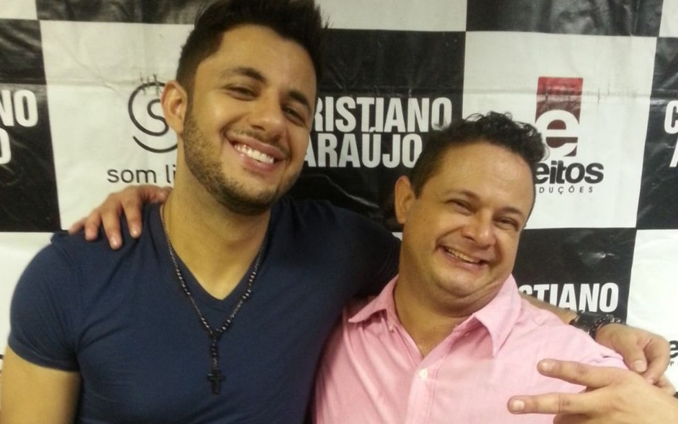 Cristiano Araújo ao lado do irmão mais velho, Nelson Neto (Foto: Arquivo pessoal/ Nelson Faleiro da Silva Neto)